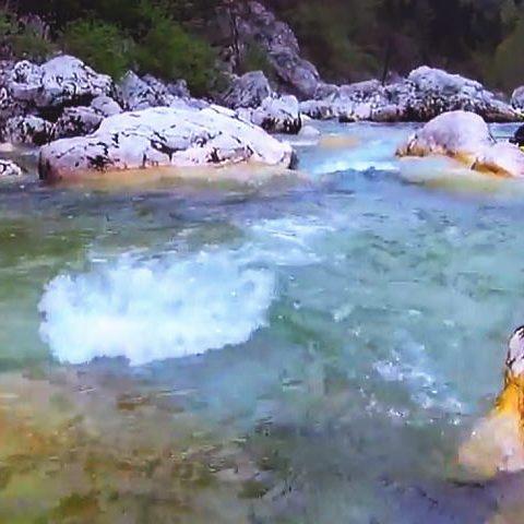 ソチャのきれいな川のダウンリバー